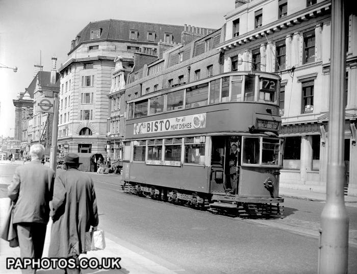 london-tram-1952