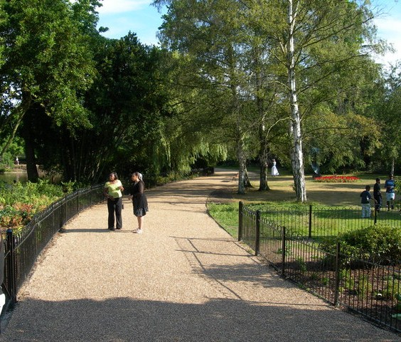 Path_in_Dulwich_Park_-_geograph.org.uk_-_203767