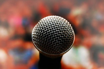 microphone-to-audience-600x400